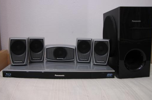 Panasonic-3D-BluRay-Heimkinocenter-BTT-270-51--mit-5-Lsp-+-Subwoofer
